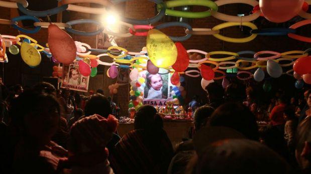 FOTOS: la pequeña Bayoleth celebró su cumpleaños en casa junto a su familia y vecinos