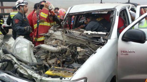 Aparatoso accidente en la Panamericana Norte en Ancón dejó dos heridos