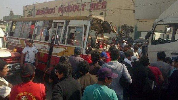 Santa Anita: ocho heridos dejó violento choque entre bus y camión
