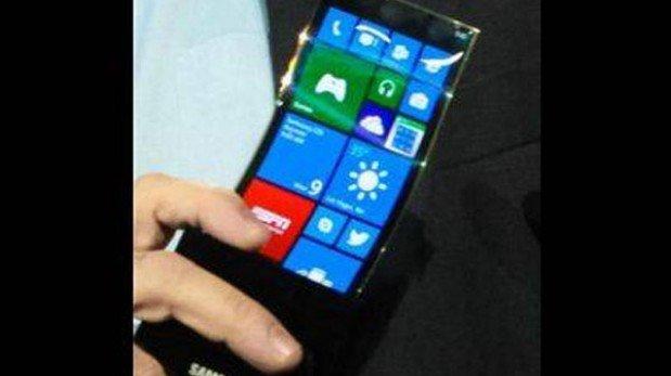Samsung lanzará un smartphone con pantalla curva en octubre