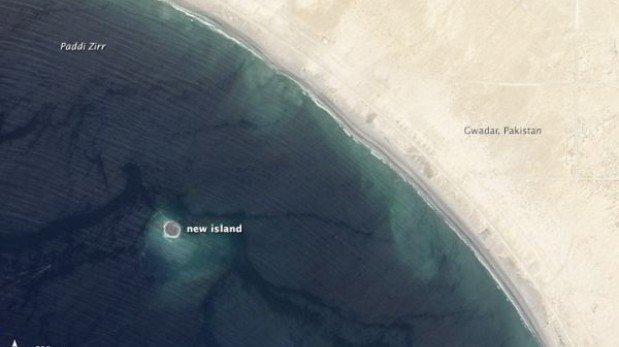 Fotos satelitales muestran la isla que surgió tras terremoto en Pakistán