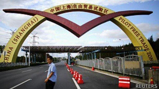 China lanza en Shanghái su primera zona de libre comercio