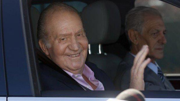 """El rey Juan Carlos salió del hospital tras operación: """"Estoy muy bien"""""""