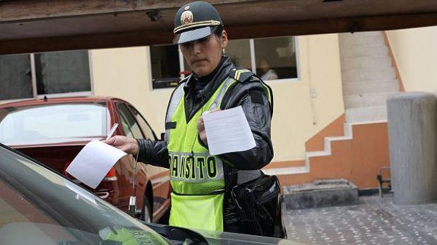 Lima no define cómo el SAT revisará de oficio más de 115 mil papeletas