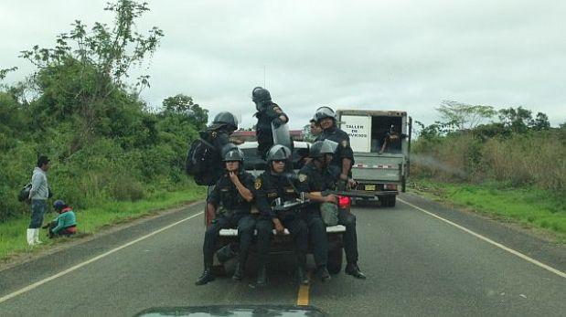 Madre de Dios: policía comenzó a desbloquear la Carretera Interoceánica