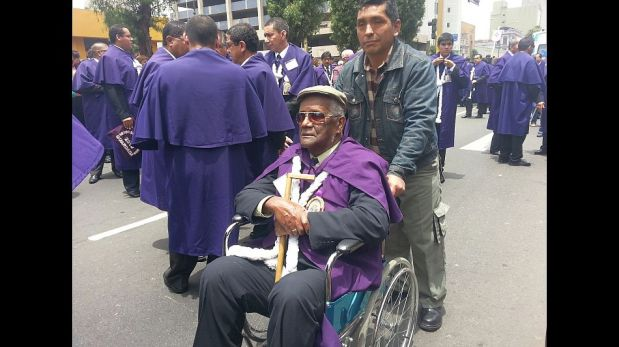Cientos de fieles acompañan el primer recorrido del Señor de los Milagros [FOTOS]