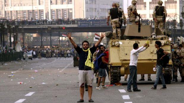 Egipto: la violenta gresca entre policías y simpatizantes de Mohamed Mursi dejó unos 44 muertos [FOTOS]