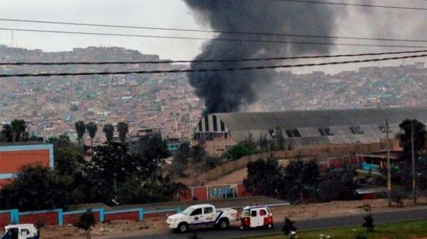 Incendio consumió una ferretería en Villa María del Triunfo