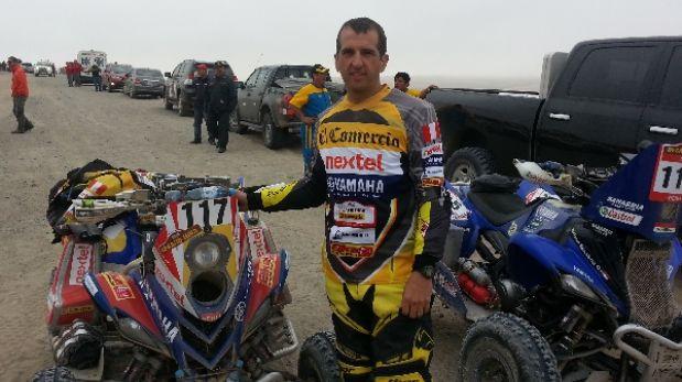 De colección: una persona como tú corriendo un Dakar Series
