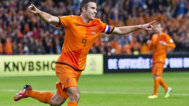 Holanda arrasó 8-1 a Hungría con triplete de Van Persie
