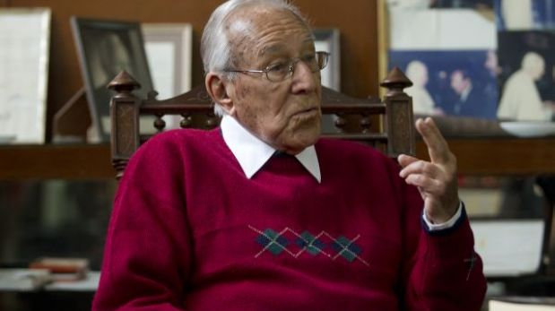 """Luis Bedoya Reyes: """"Antes de volverse indecente, la política peruana se vulgarizó"""""""
