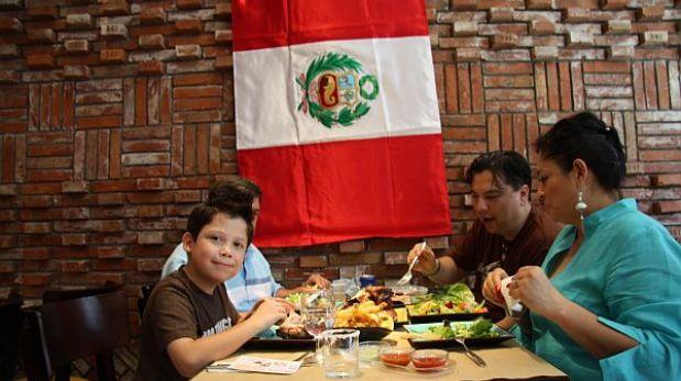 Comer fuera es la tercera actividad preferida por los peruanos