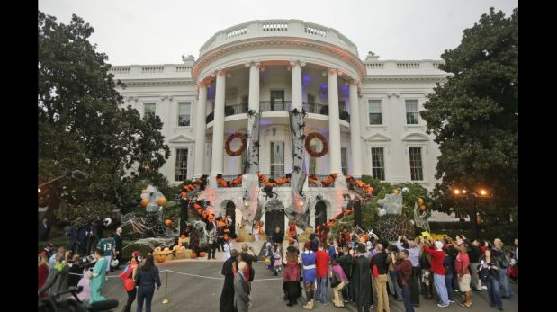 "Barack Obama y su esposa Michelle celebran Halloween abriendo la Casa Blanca al ""truco o trato"" [FOTOS]"