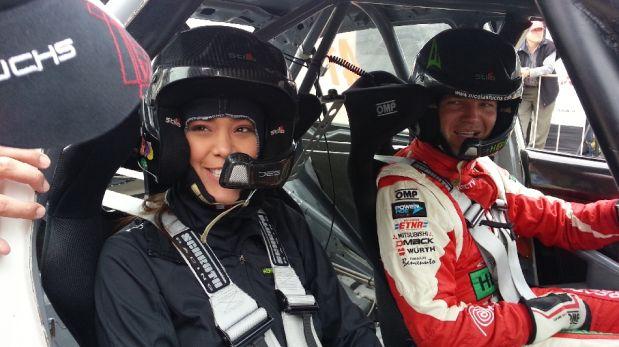 La bella Karen Schwarz vivió un día de adrenalina como copiloto de Nicolás Fuchs [FOTOS]