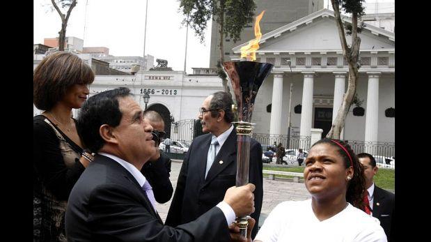Antorcha de los Juegos Bolivarianos 2013 estuvo en Palacio de Gobierno [FOTOS]
