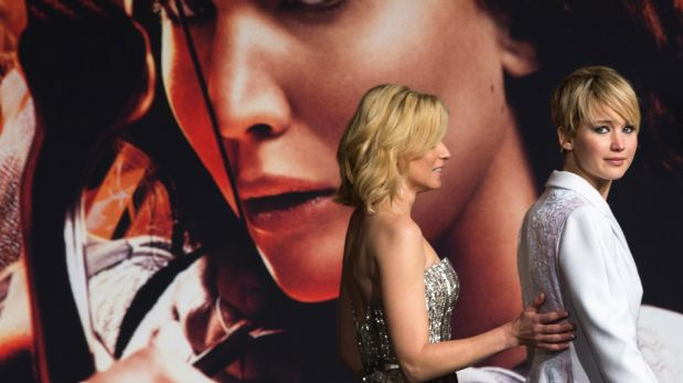 """Jennifer Lawrence cautivó con su nueva imagen en la premiere de """"Los juegos del hambre: en llamas"""" [FOTOS]"""