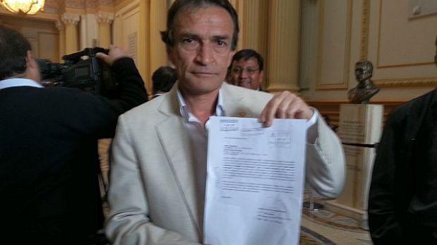 Villafuerte amenaza con querellar a fujimorista Becerril por vincularlo con Montesinos