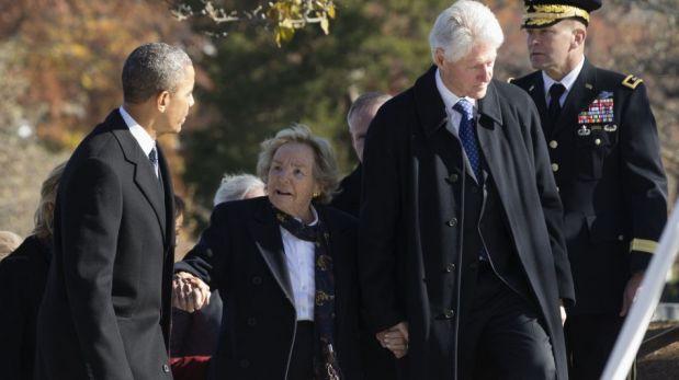 Presidente Obama, Bill Clinton y sus esposas rinden honores a John F. Kennedy por 50 años de su muerte [FOTOS]