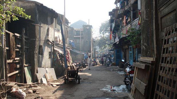 La dura realidad de los niños que trabajan en el mayor prostíbulo de Bombay
