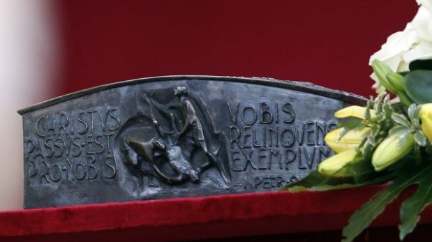 Papa Francisco mostró los huesos de San Pedro en el Vaticano