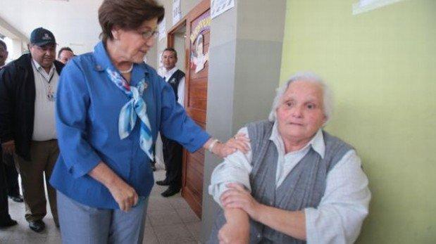 Susana Villarán sufrió desplante de anciana en centro de votación [VIDEO]