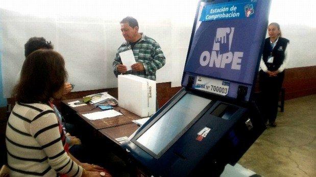 Colas, demoras, tráfico y protestas: las imágenes que dejó la elección de regidores en Lima [FOTOS]