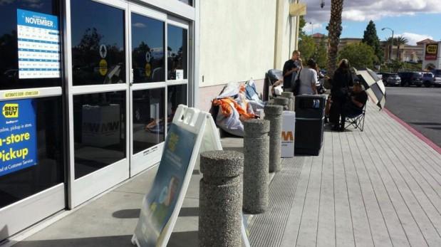 El Black Friday ya se vive en EE.UU.: compradores ya hacen colas con carpas desde hace varios días [FOTOS]
