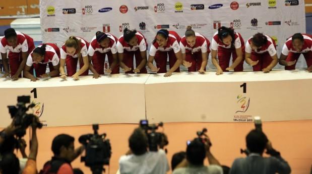 Bolivarianos: Perú logró la medalla de oro en vóley y desató la fiesta en el Gran Chimú [FOTOS]