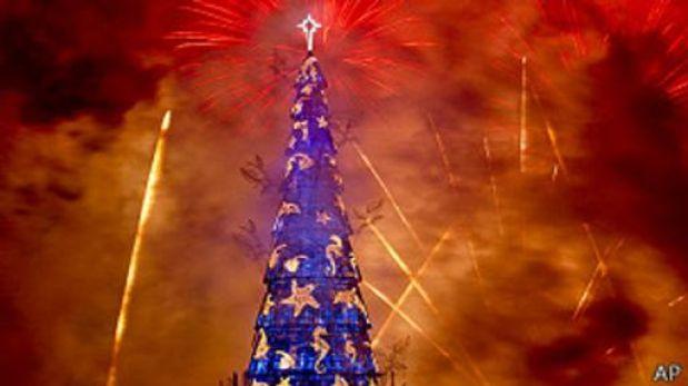 El árbol flotante de Navidad más alto del mundo está en Brasil