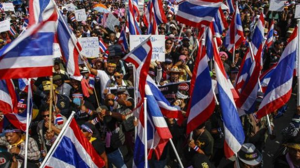 Tailandia: violentas protestas amenazan ministerios y canales de televisión en Bangkok (FOTOS)