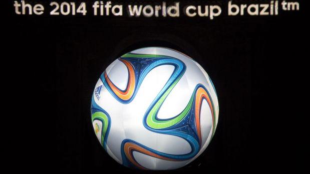 El 'Nene' Cubillas, Cafú y Seedorf se lucieron en la presentación de Brazuca, la pelota oficial de Brasil 2014 [FOTOS]