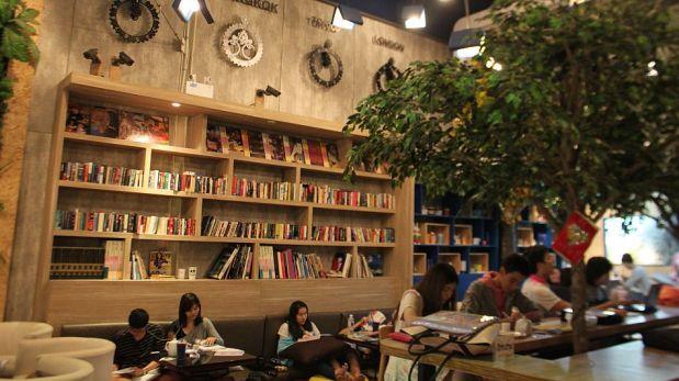 ¿Funcionarían aquí? Las cafeterías-bibliotecas que son un éxito juvenil en Tailandia [FOTOS]