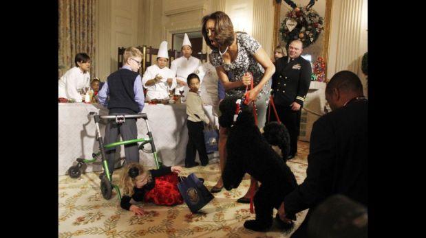 La mascota de los Obama asustó a una niña durante la decoración navideña de la Casa Blanca [FOTOS]