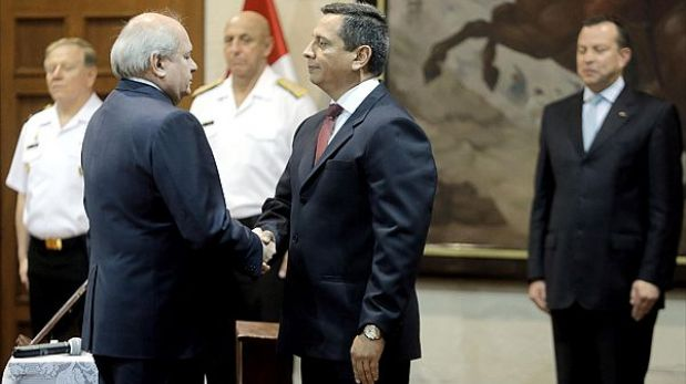Viceministro Iván Vega negó que le rinda cuentas a Nadine Heredia