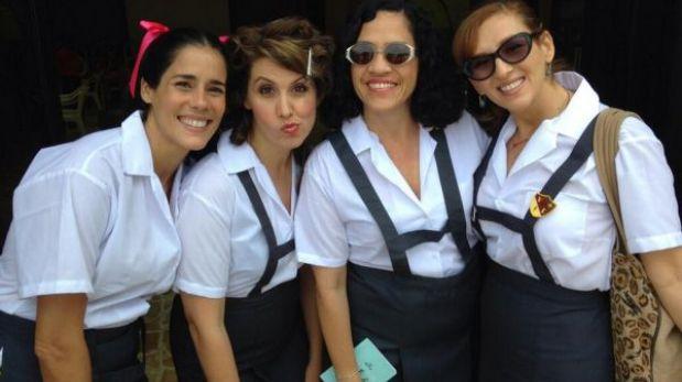 A los 40: Gianella Neyra y Katia Condos vistieron de colegialas