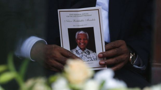 El histórico saludo de Obama y Raúl Castro y el último adiós a Nelson Mandela de parte de líderes y famosos [FOTOS]