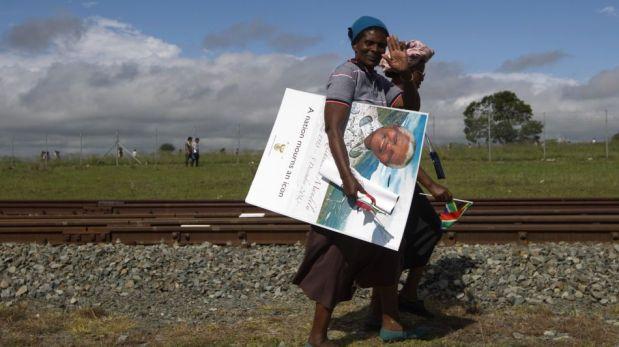 Los restos de Nelson Mandela llegaron a su pueblo natal de Qunu, donde será sepultado [FOTOS]