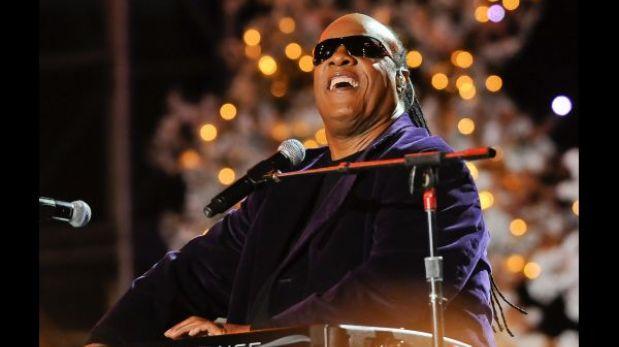 Stevie Wonder rinde homenaje a Mandela durante show en Sao Paulo