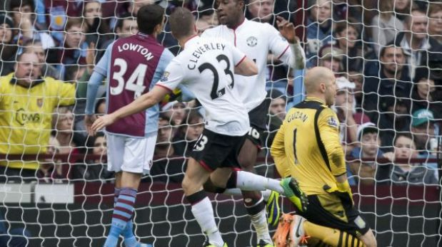 Manchester United goleó 3-0 al Aston Villa pero sigue lejos del Arsenal