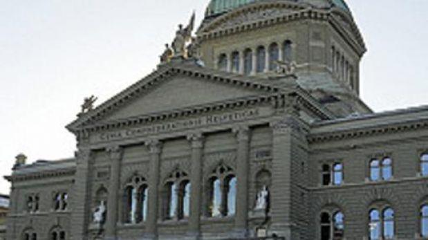 Suiza estudia si ofrece dinero a todos sus ciudadanos... trabajen o no