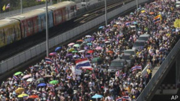 Tailandia: manifestantes vuelven a exigir la renuncia de la primera ministra