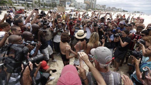 Brasileñas semidesnudas exigieron legalizar los 'topless' en las playas de Río de Janeiro [FOTOS]