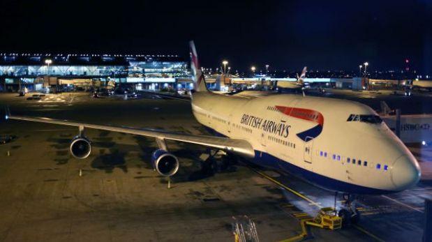 Sudáfrica: avión choca contra el aeropuerto antes de despegar