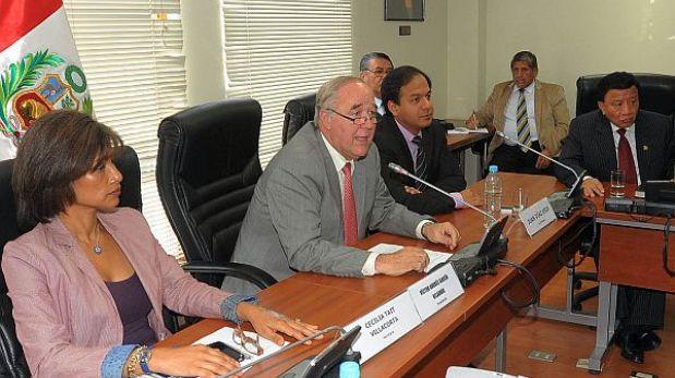 En 15 días elegirían a sucesor de García Belaunde en la comisión López Meneses