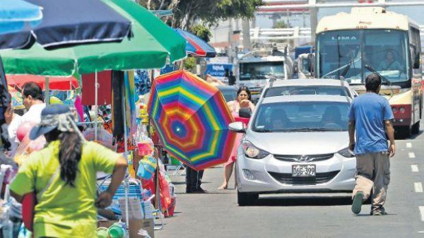 La salida a las playas del sur se complica por ambulantes y obras inconclusas