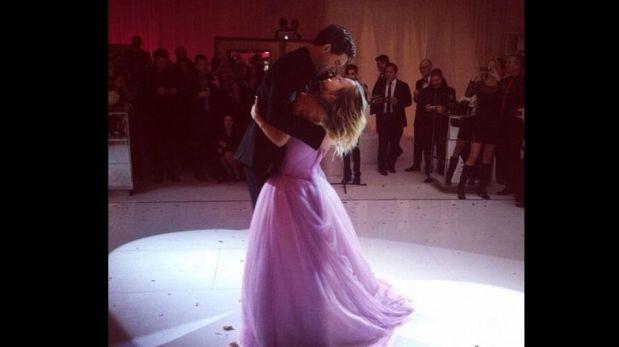 Kaley Cuoco y su vestido de novia rosado son la sensación en las redes