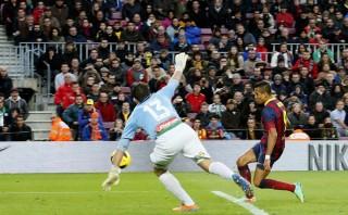 Alexis Sánchez se convirtió en el tercer chileno en la historia en anotar un 'hat-trick' en la Liga española [FOTOS]