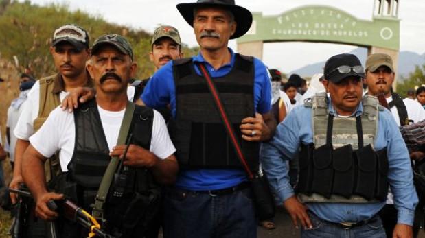 México: Líder de las autodefensas casi muere en accidente aéreo