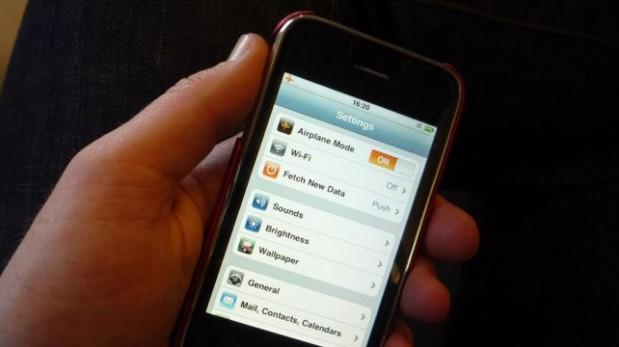 ¿Sabías que ya puedes usar tu celular en el avión?