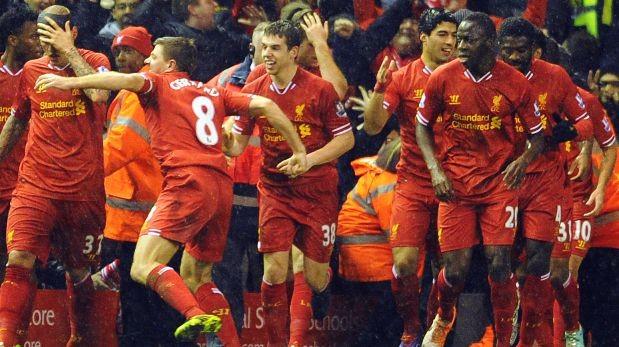 Suárez anotó un golazo y el Liverpool goleó 4-0 al Everton